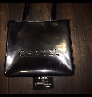 💯Authentic ❤️ CHANEL Black Enamel Shoulder Bag for Sale in Chula Vista, CA