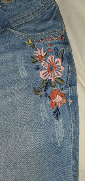 Faded Glory capri jeans with embroidered flowers - size 4 for Sale in Lafayette, CO