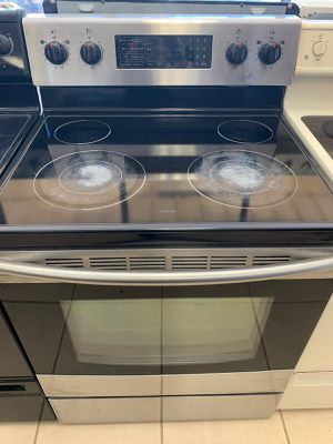 STAINLESS STEEL GLASSTOP STOVE for Sale in Orlando, FL