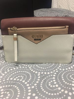 White leather Guess wristlet for Sale in Warren, MI