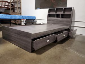 NEW IN THE BOX. TWIN SIZE 3-DRAWER STORAGE BED FRAME, DISTRESSED GREY, SKU# TCY1602TF for Sale in Fountain Valley, CA