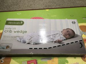 Crib wedge for baby mattress and sleep for Sale in Alexandria, VA