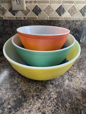 Pyrex bowls vintage set of 3 for Sale in Baltimore, MD