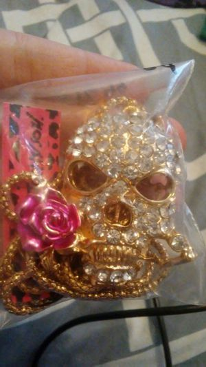 Gold skull long chained betsy Johnson necklace for Sale in Toluca, IL