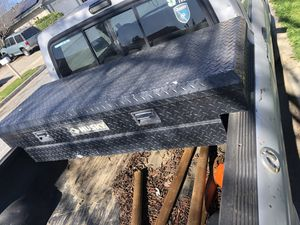 Husky truck tool box for Sale in Gilroy, CA