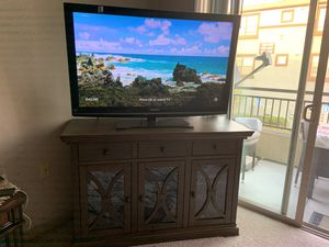 Panasonic 50 inch 1080 by 60fps (base included) for Sale in Anaheim, CA