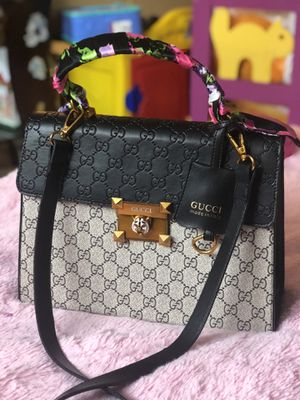 Authentic gucci good as new for Sale in Wheaton-Glenmont, MD