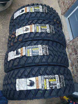 LT 275 70 18 NEW TIRES NITTO MT for Sale in Terrell, TX