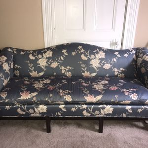 Floral couch for Sale in Pittsburgh, PA