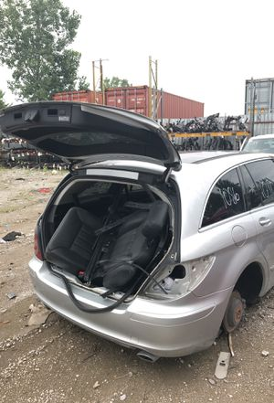 Selling parts for a silver 2006 Mercedes R350 for Sale in Detroit, MI