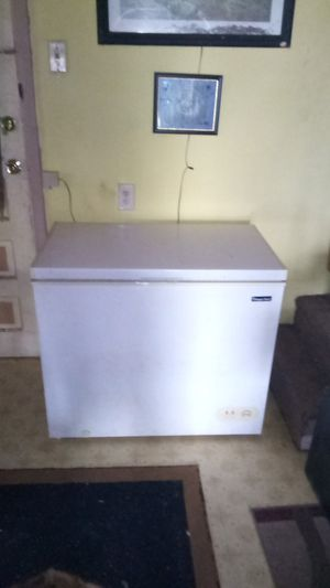 Magic chef deep freezer for Sale in Obetz, OH