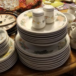 GIBSON FESTIVAL Dinner Ware for Sale in Yucaipa, CA