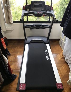 Free Delivery! Sole f85 (400 pound capacity) Treadmill for Sale in Chicago, IL