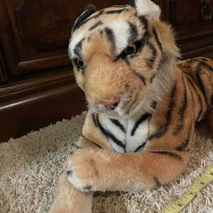 Plush Animals( Lion & Tiger) for Sale in Fort Lauderdale, FL