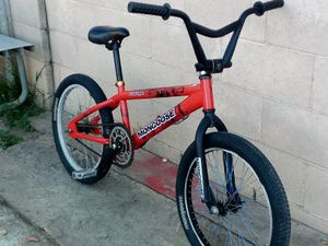 "20"" MONGOOSE RAVAGE BMX BIKE ( I WILL INCLUDE A SET OF PEGS WITH THE BIKE. ) for Sale in Santa Ana, CA"