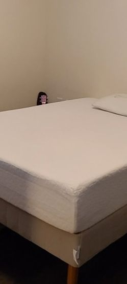 Zinus Pressure Relief Green Tea Memory Foam Full Mattress And Bed Frame for Sale in Raleigh,  NC