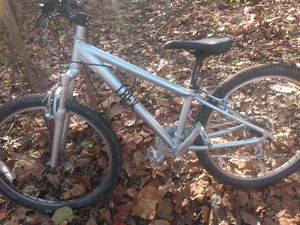 Mountain bike Trek 21 speed 26 inch rims suntour front suspention for Sale in Phoenixville, PA