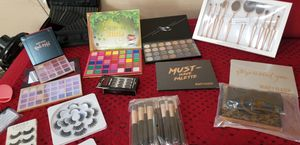 Makeup Brushes/brochas/Eyelashes/Palettes for Sale in Riverside, CA