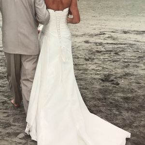Wedding Dress, Maggie Sottero Size 6/8 for Sale in Carlsbad, CA