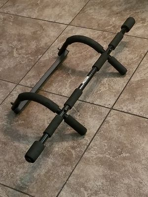 Gold's Gym Workout Bar for Sale in Phoenix, AZ