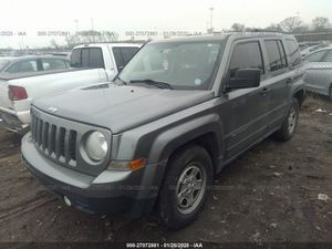 2014 jeep patriot salvage title.5spd manual for Sale in Columbus, OH
