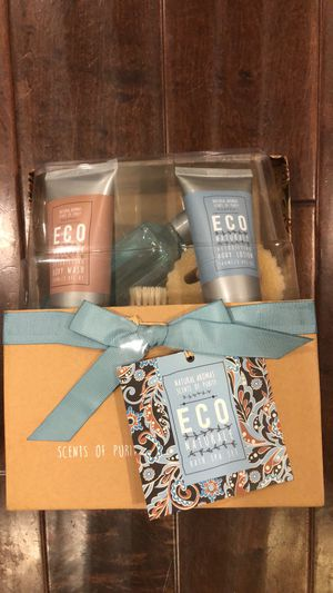Great gift set must sell now for Sale in Azusa, CA