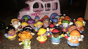 Little people and bus/ autobus y muñecos for Sale in Fresno, CA