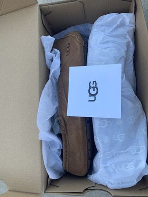 NEW Ugg women's size 8 moccasin shoe slipper for Sale in Summerlin South, NV