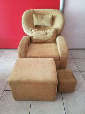 Manicure sofa with a very strong structure in a good condition with steppers. Price is negotiable for Sale in Riverside, CA