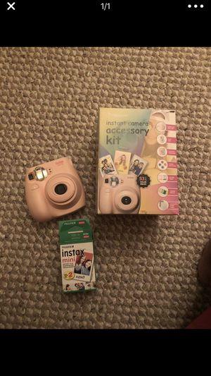 Insta camera w/ 10 pack film new accessory kit for Sale in Richmond, VA