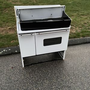 FREE Oven For Scrap for Sale in Ledyard, CT
