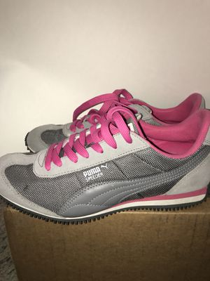 Puma women's sneakers size 7.5 for Sale in Tampa, FL