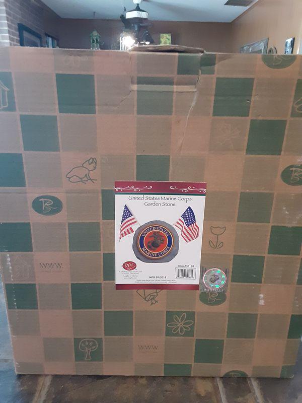 MARINE Corps Yard/Garden Faux Stone w/flags