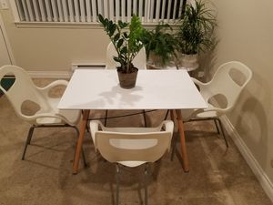 Modern table and chairs for Sale in Mountain View, CA