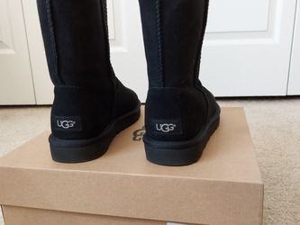 UGG Classic Short Black- Brand NEW for Sale in Durham,  NC