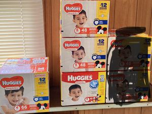 Huggies dug and dry diapers for Sale in Lorain, OH