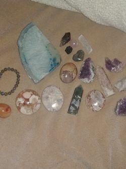 Crystals/ Rocks/ Minerals Set... Amethyst, Flower Agate, Moss Agate, Carnelian, Labradorite for Sale in San Bernardino,  CA