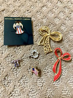 Lot of brooches and pins for Sale in Bountiful,  UT