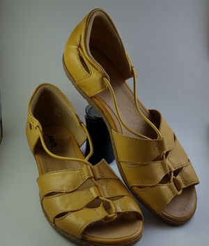 Flat yellow Sandals for Sale in Miami, FL
