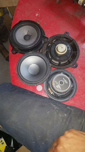2 bose and 2 Harman speakers for Sale in Boston, MA