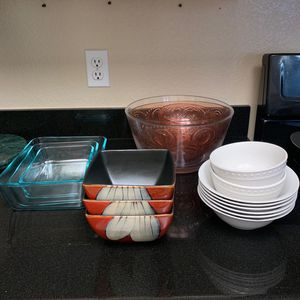 Pyrex 6 piece glass storage set and different bowls for Sale in Irvine, CA