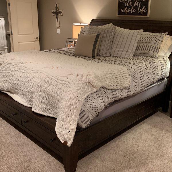 Farmhouse King Sleigh Bed