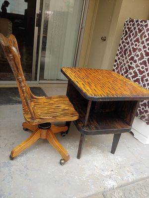 Desk with chair for Sale in Clovis, CA