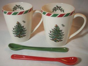NIB Spode CHRISTMAS TREE Holiday Macy's Candy Cane Mugs (2) with Spoons in Box for Sale in Lynnwood, WA