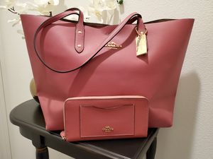 NWT Coach Signature Town Tote W/Wallet for Sale in San Jacinto, CA