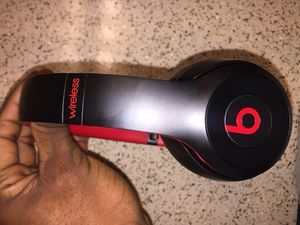 Wireless beats solo 3 for Sale in Silver Spring, MD
