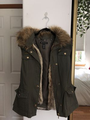 Faux fur army green vest for Sale in Everett, WA