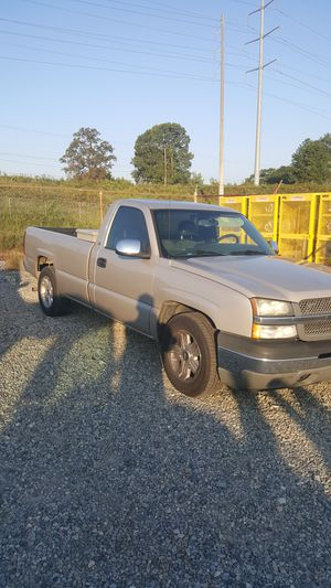 2005 Chevy Silverado v6 for Sale in Atlanta, GA
