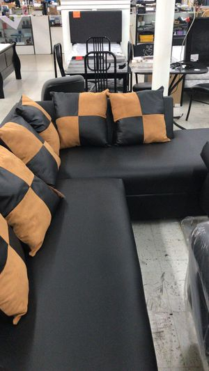 SECTIONAL BLACK (BRAND NEW) for Sale in Miami, FL