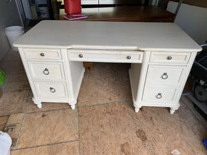 White wooden desk for Sale in Sterling, VA